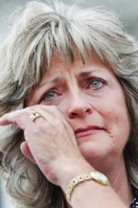 jeanette-finicum-crying-1
